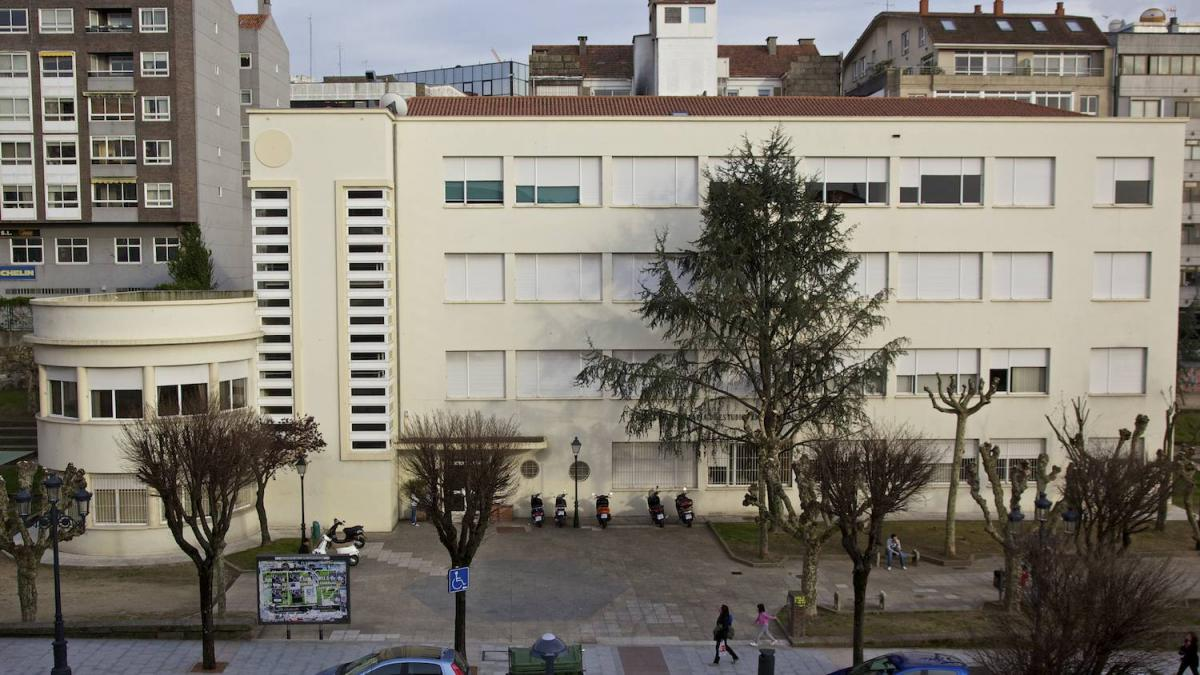 Central Building of the Vigo University School of Business Studies (E.U.E.E.)